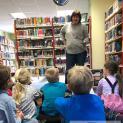 Gänseblümchen lernen die Senftenberger Stadtbibliothek kennen…